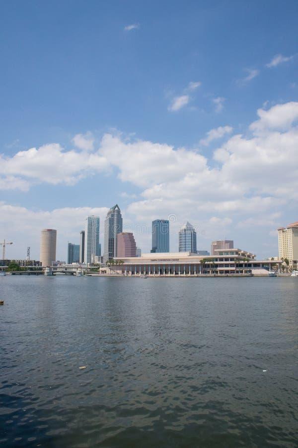 Vertical da skyline de Tampa Florida imagens de stock