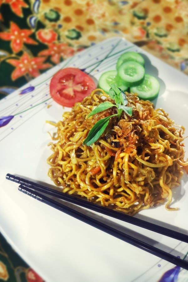 Vertical de Fried Noodle Traditional Indonesian Menu imagens de stock