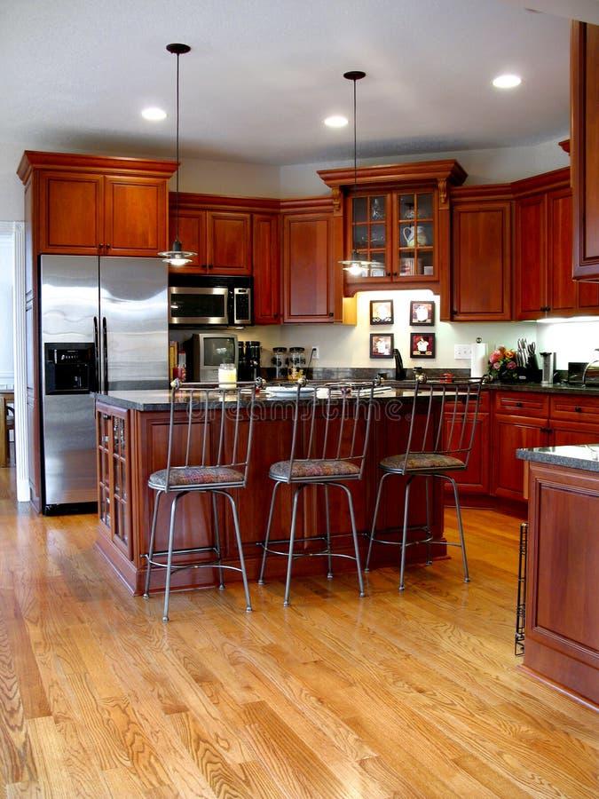 Vertical de gama alta da cozinha fotografia de stock