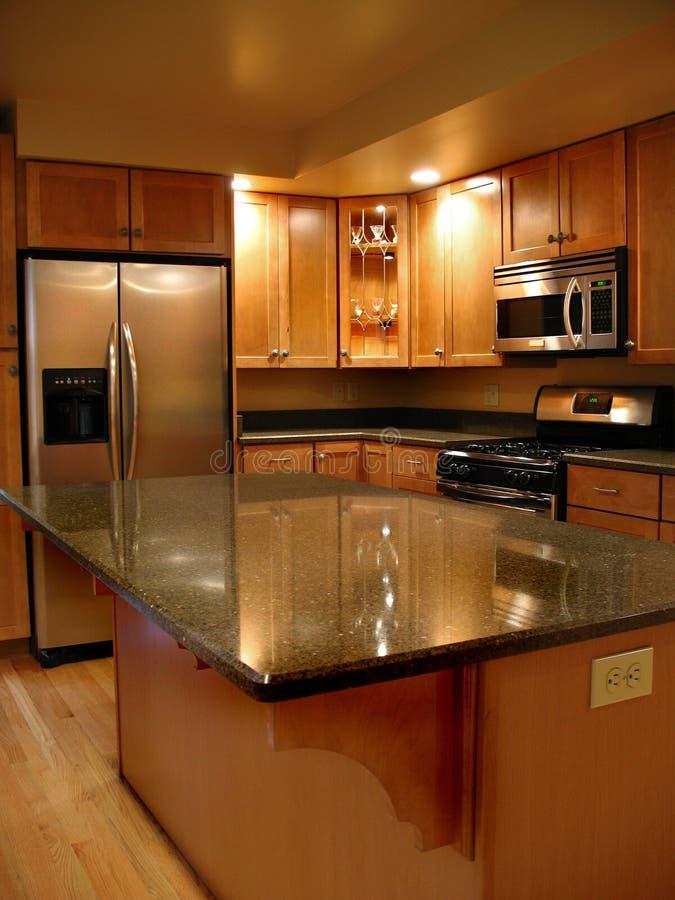 Vertical de gama alta da cozinha fotografia de stock royalty free
