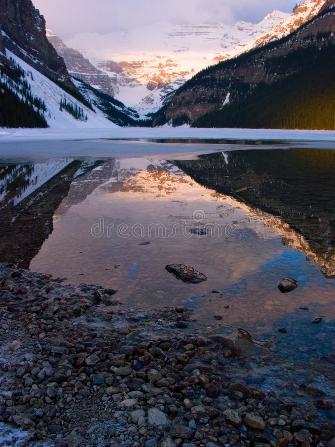 Vertical de Lake Louise foto de stock