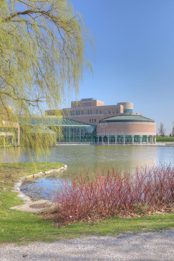 Vertical del centro municipal en Markham, Canadá en un día soleado imagen de archivo libre de regalías