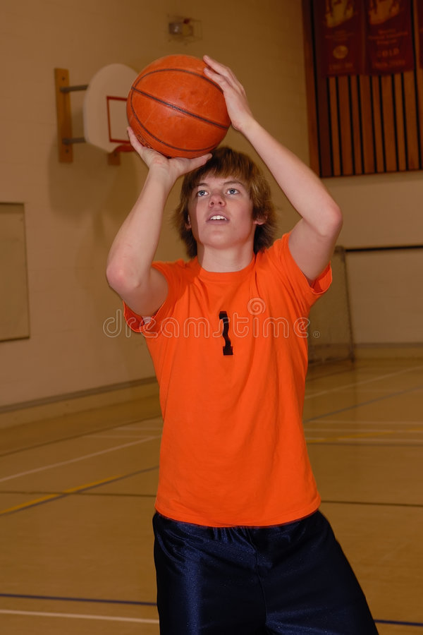 Vertical do jogador de basquetebol imagens de stock