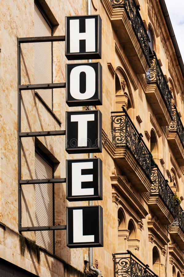 Vertical do sinal do hotel fotografia de stock royalty free