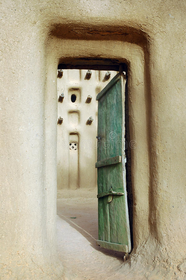 Free Vertical Image Of A Door Into A Dogon Mud Mosque Royalty Free Stock Photography - 18572177