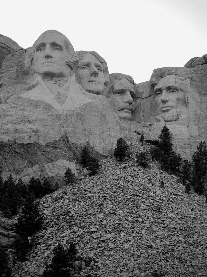 Vertical preto e branco do Monte Rushmore imagens de stock