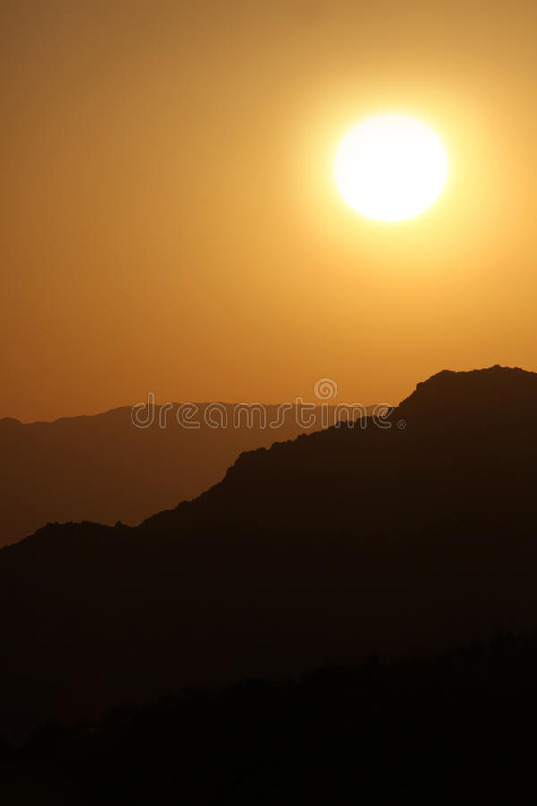 Free Vertical Silhouette Sunrise Of Hazy Misty Mountain Royalty Free Stock Images - 9519909