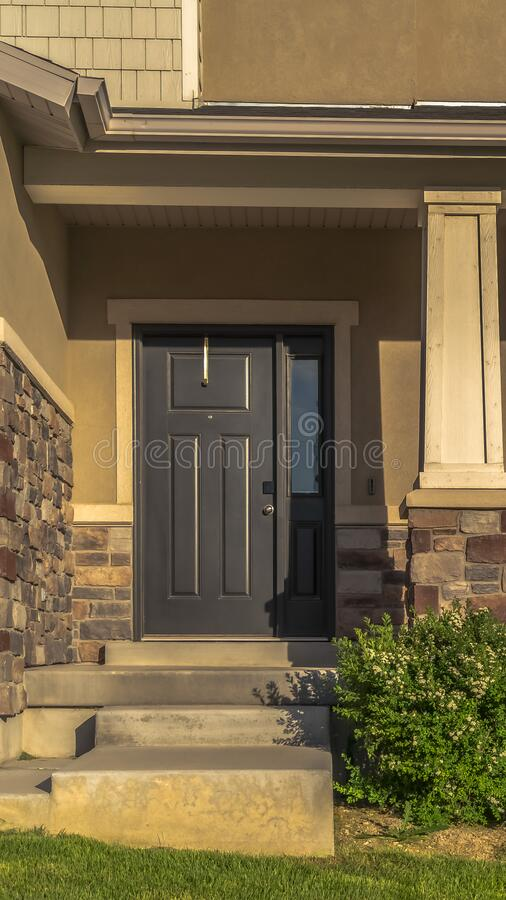 Free Vertical Stairs Leading To Porch And Front Door With Sidelight At The Entrance Of Home Stock Photos - 171082753