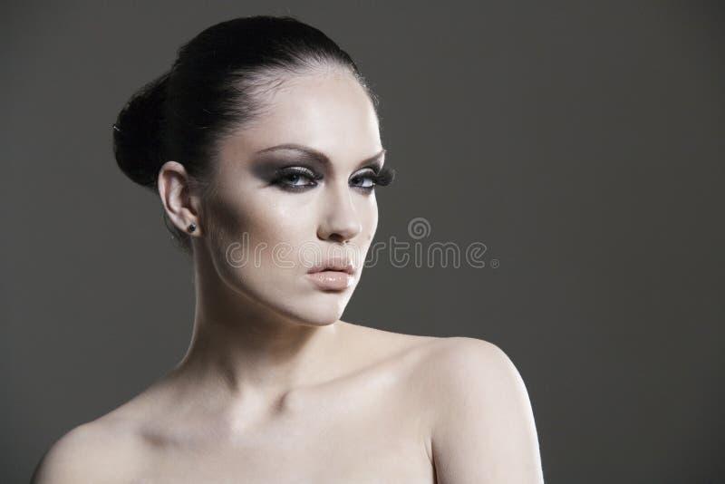 Verticale élégante de joli femme adulte. photographie stock libre de droits