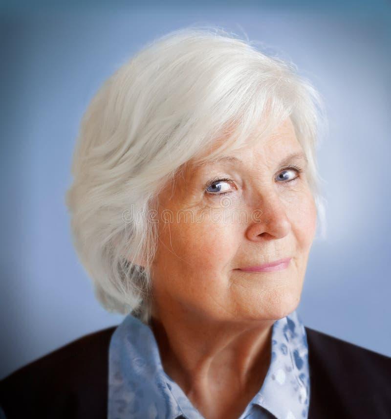 Verticale aînée de femme image libre de droits