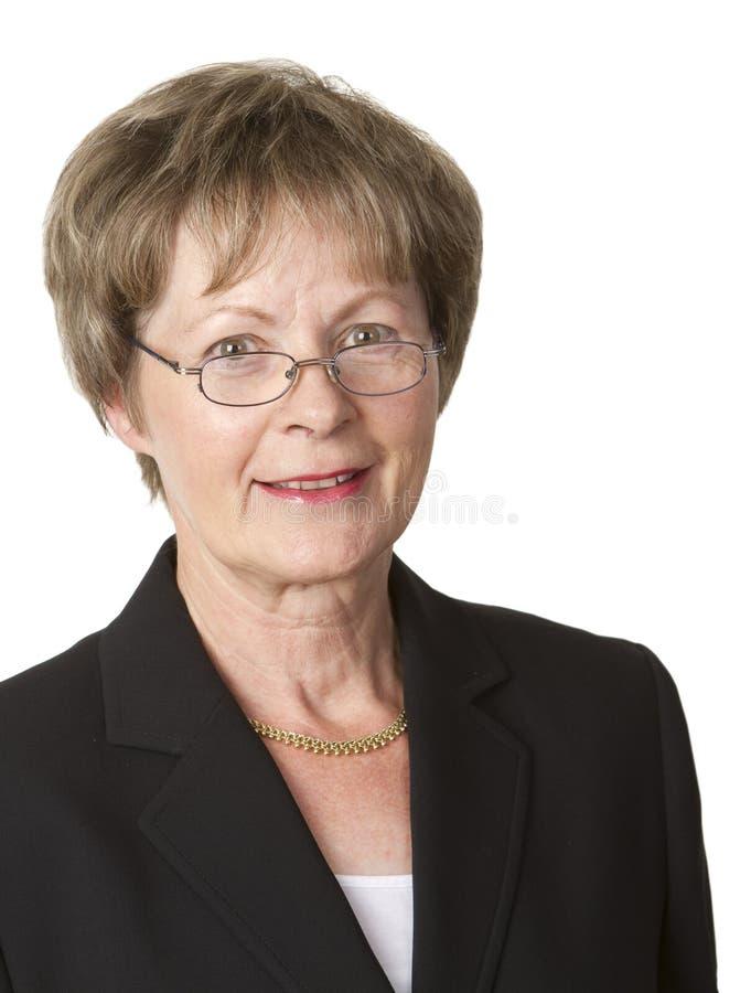 Verticale aînée de femme d'affaires photo stock
