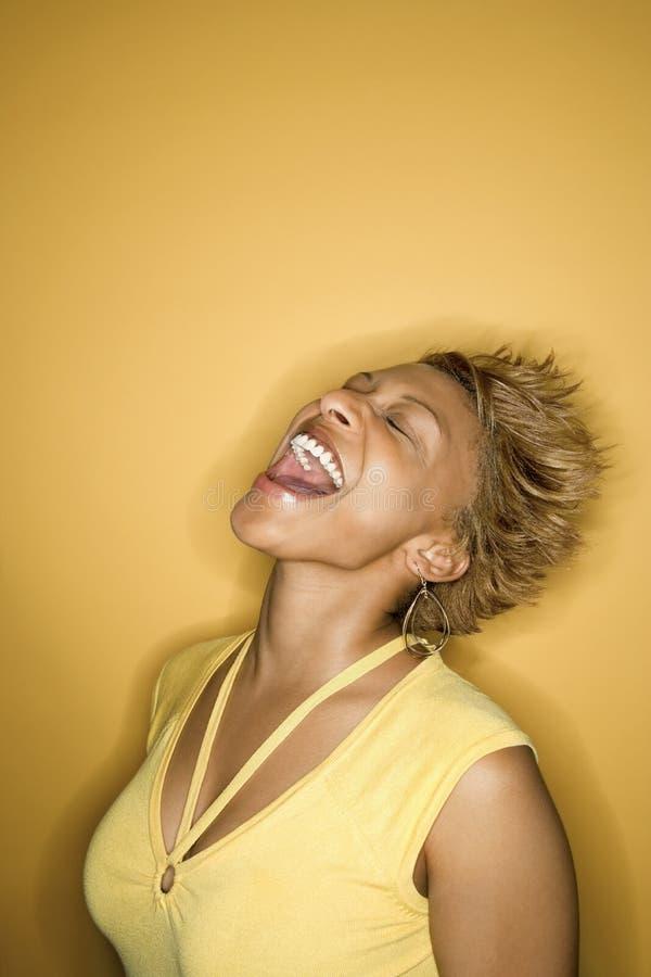 Verticale afro-américaine de femme. photo stock