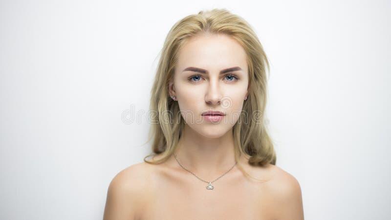 Verticale assez blonde images libres de droits