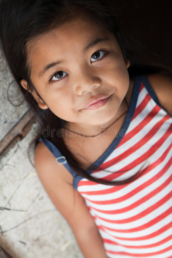 Verticale assez philippine de fille image stock