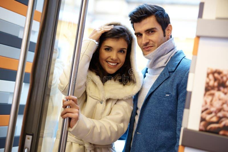 verticale attrayante de couples images libres de droits