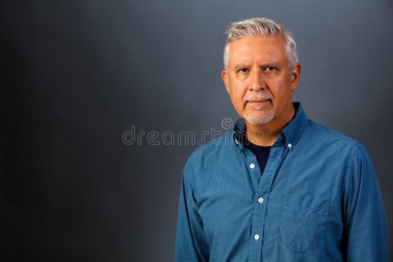 Verticale belle d'homme photo libre de droits
