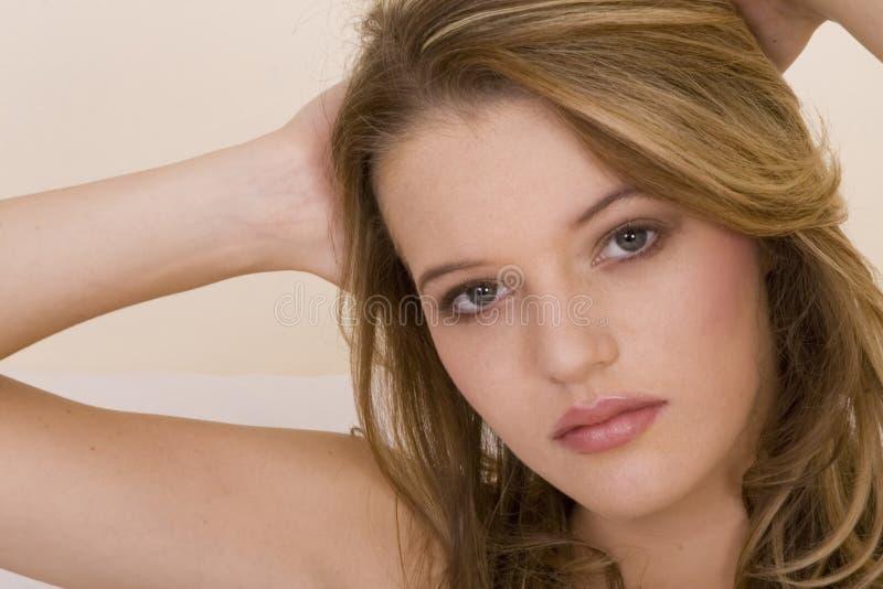 Verticale blonde d'adolescent image libre de droits