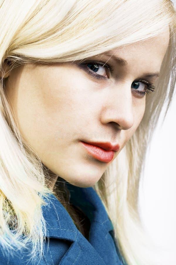 Verticale blonde de beauté photographie stock