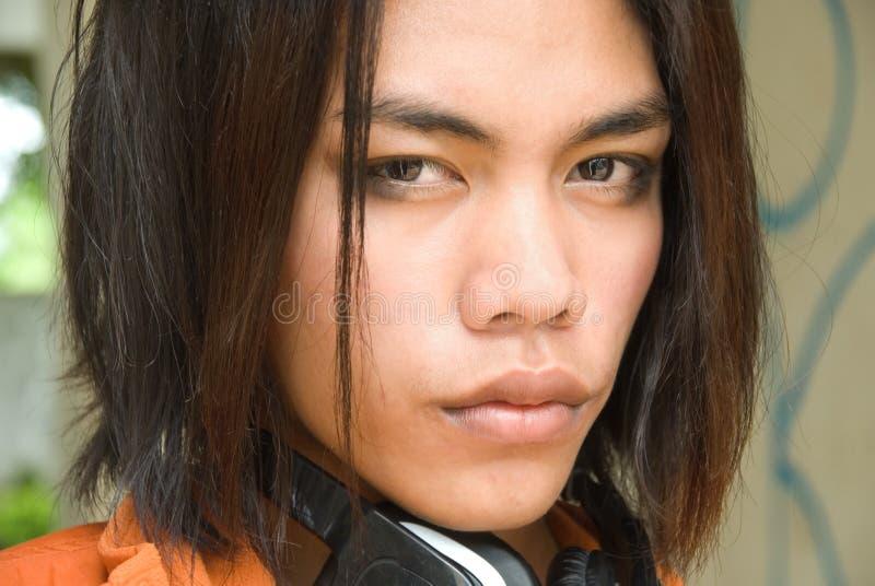 Verticale d'adolescent d'Asiatique d'expert en logiciel photos libres de droits