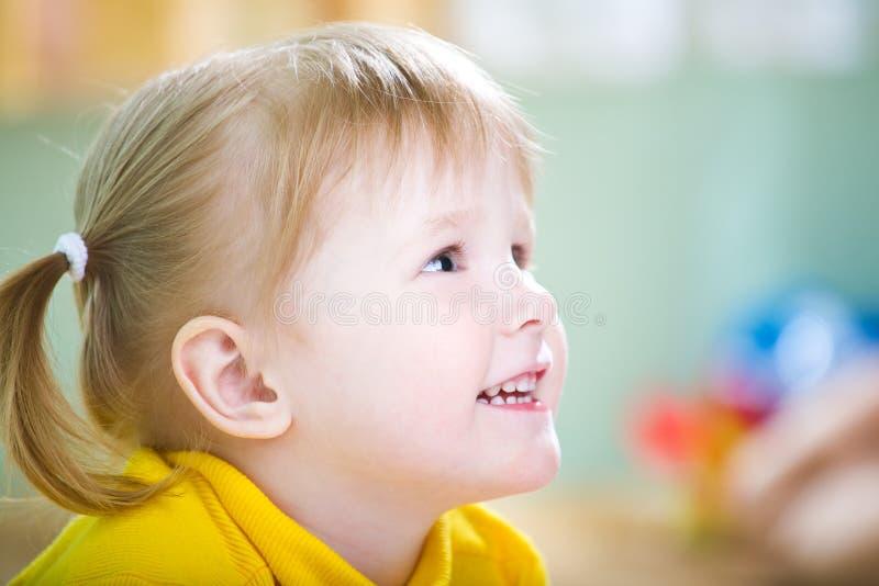 Verticale d'enfant de beauté photos libres de droits