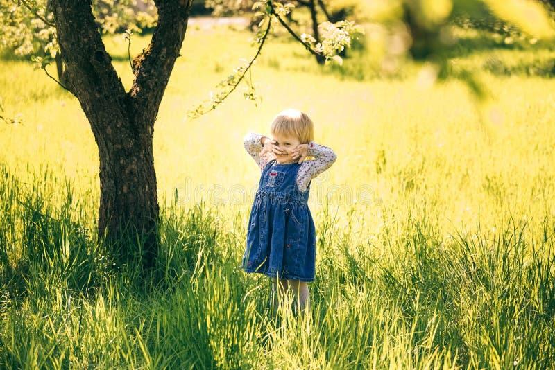 Verticale d'enfant heureux image libre de droits