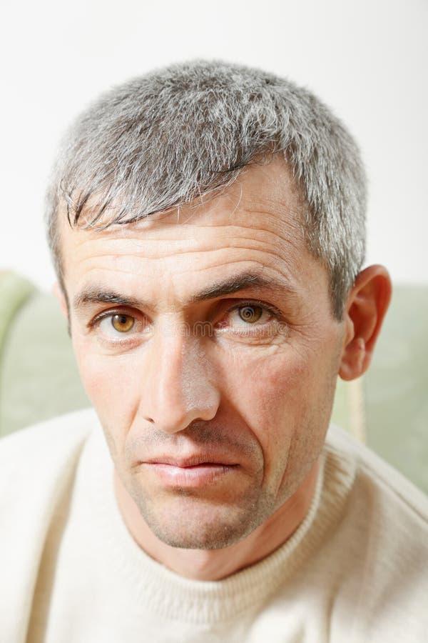 Verticale d'homme âgé moyen photographie stock libre de droits