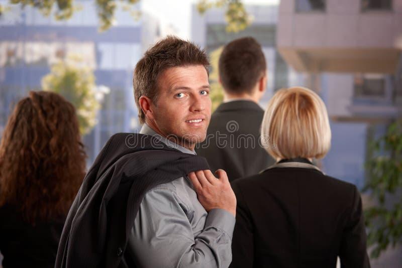 Verticale d'homme d'affaires extérieure photo stock