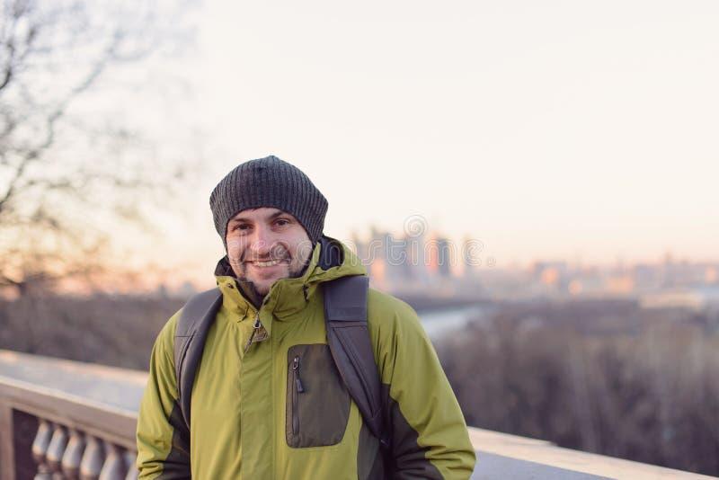 Verticale d'homme de sourire photo stock
