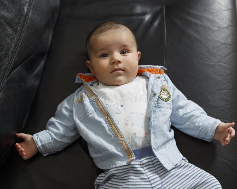 Verticale d'un bébé mignon photos stock