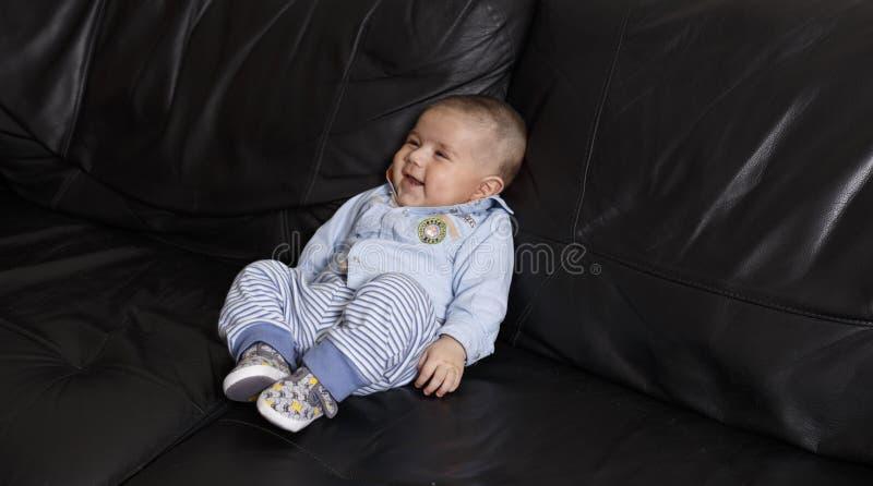 Verticale d'un bébé mignon images stock