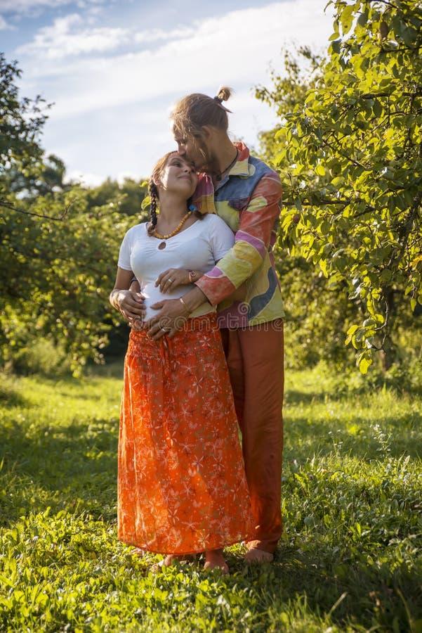 Verticale d'un beau couple photos stock