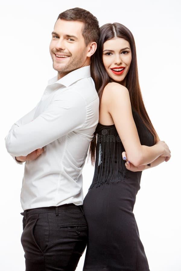 Verticale d'un beau jeune couple de sourire heureux photographie stock libre de droits
