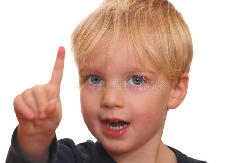Verticale d'un garçon blond photo stock