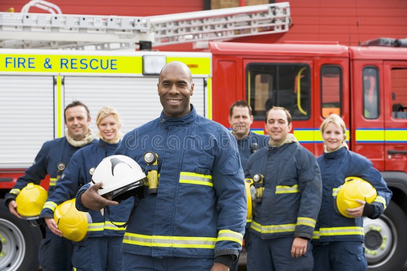 Verticale d'un groupe de sapeurs-pompiers images libres de droits