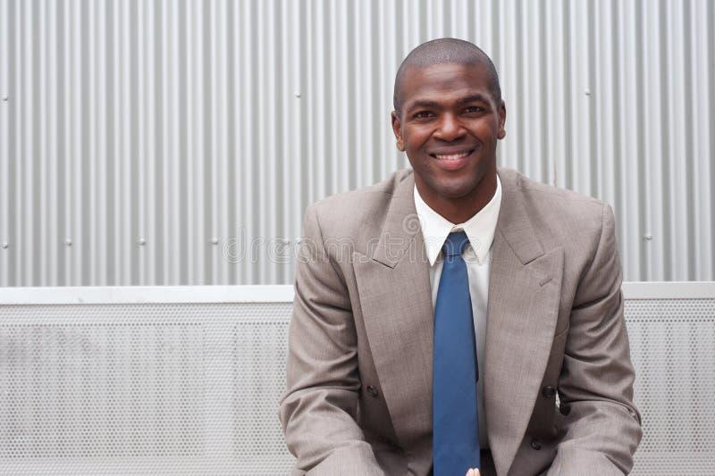 Verticale d'un homme d'affaires d'Afro-américain photos stock