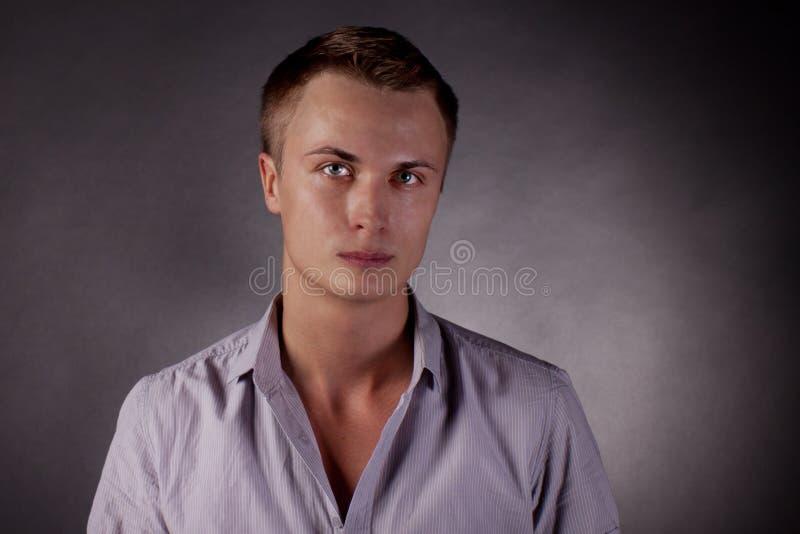 Verticale d'un homme. homosexuel images stock