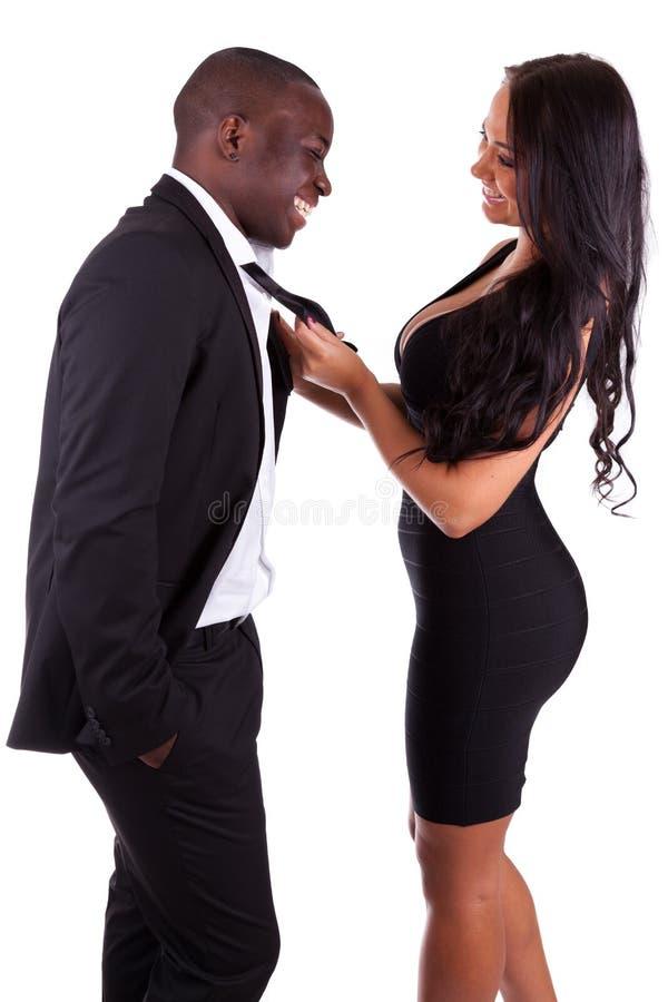 Verticale d'un jeune couple mélangé heureux images libres de droits