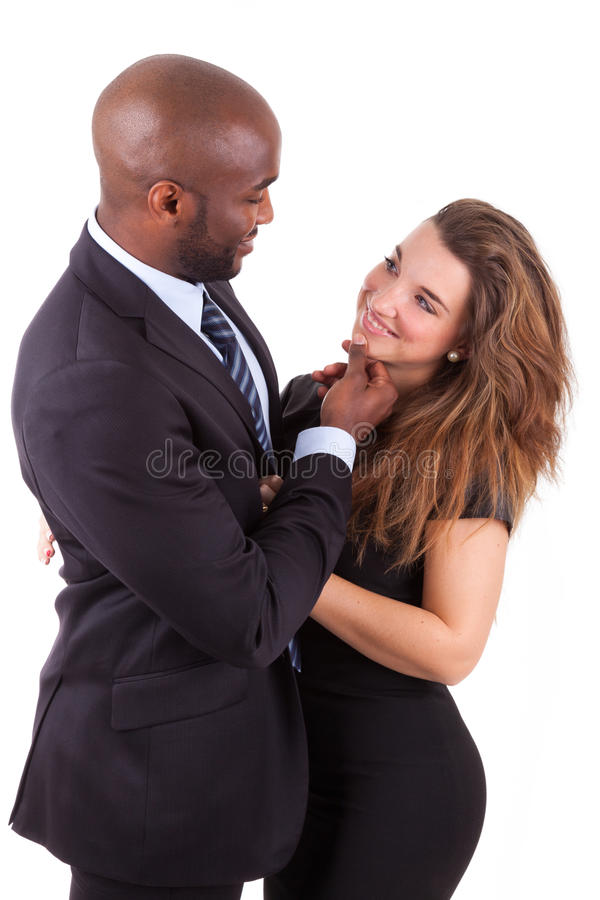 Verticale d'un jeune couple mélangé heureux photo libre de droits