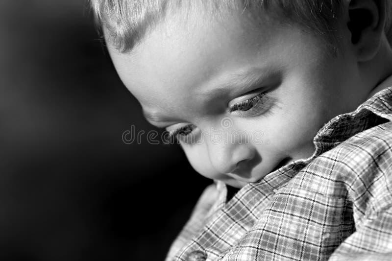 Verticale d'un jeune garçon images stock
