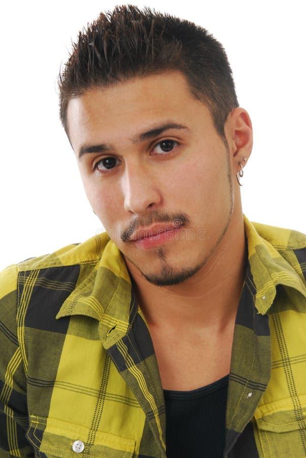 Verticale d'un jeune homme hispanique photos stock