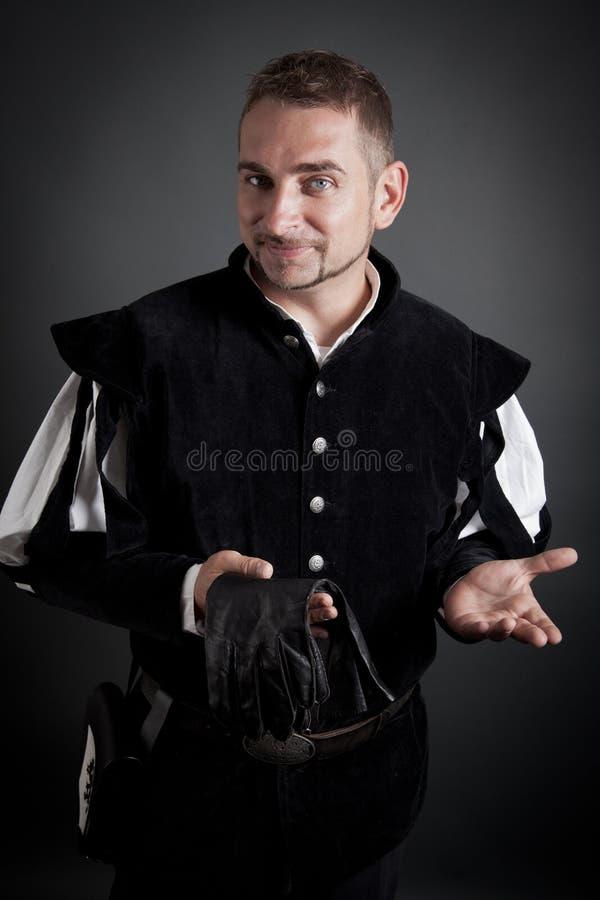 Verticale d'un jeune noble médiéval amical photographie stock