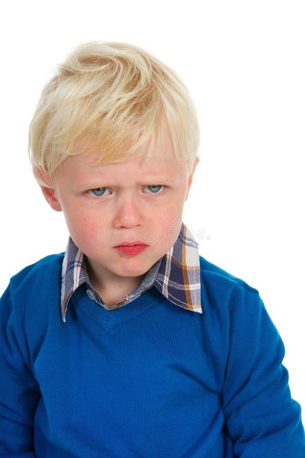 Verticale d'un petit garçon blond photo stock