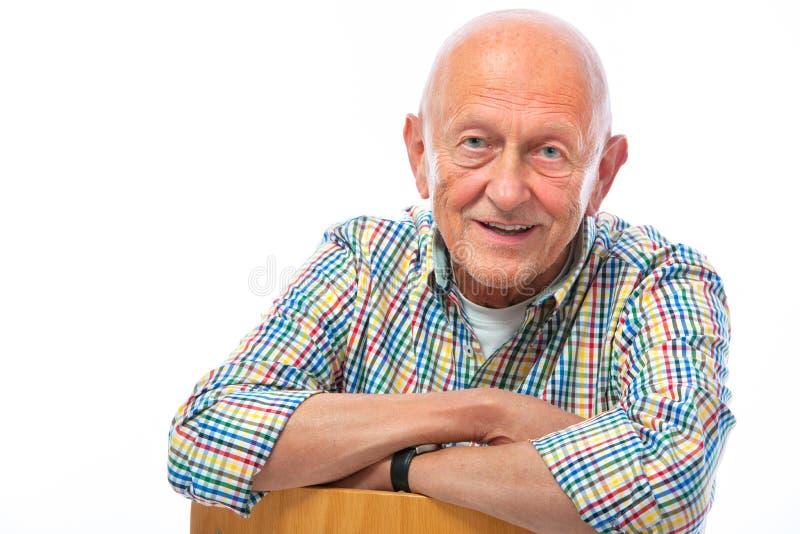 Verticale d'un sourire heureux d'homme aîné photo stock