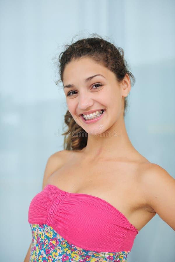 Verticale d'une adolescente photo stock