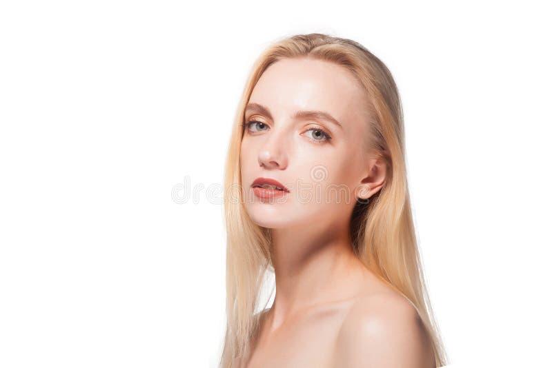 Verticale d'une belle blonde photo libre de droits