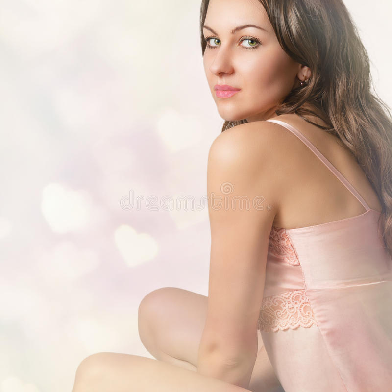 Verticale d'une belle fille sexy photographie stock
