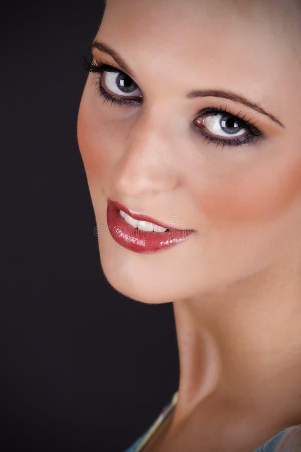 Verticale d'une belle jeune femme sexy images stock
