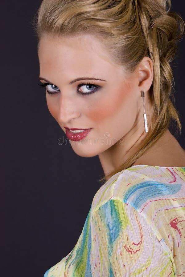 Verticale d'une belle jeune femme sexy photographie stock