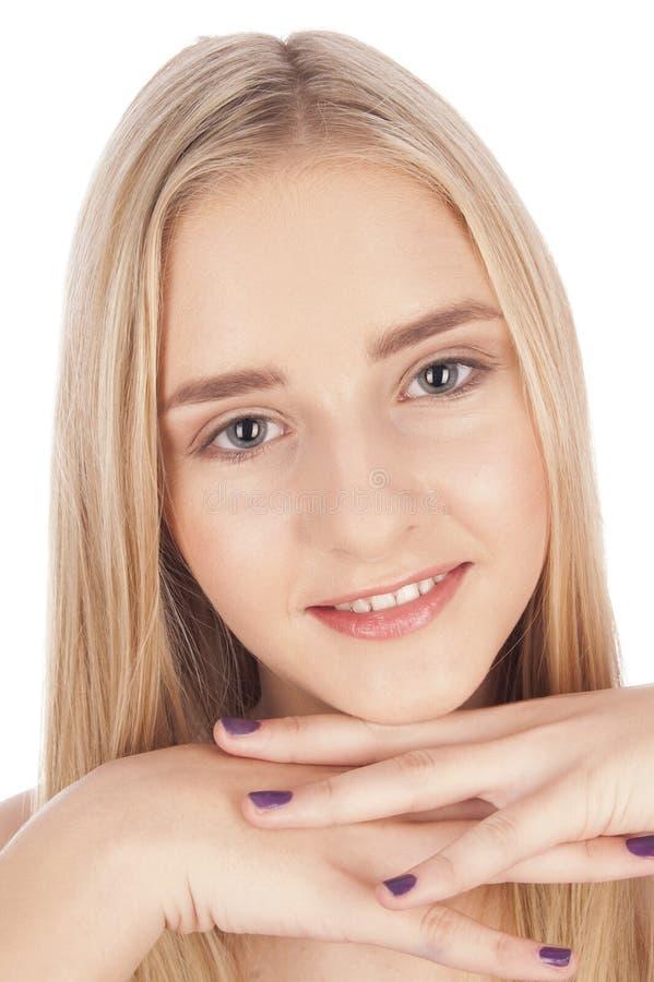 Verticale d'une belle jeune fille blonde photo stock
