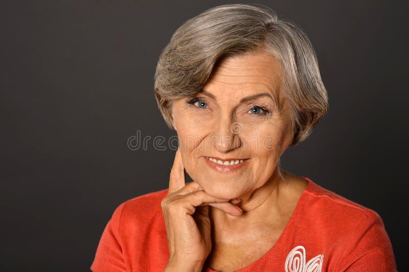 Verticale d'une femme âgée photos libres de droits
